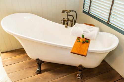 pristine bathtub