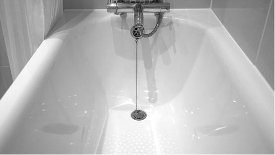 Bathtub reglazing done in Brooklyn