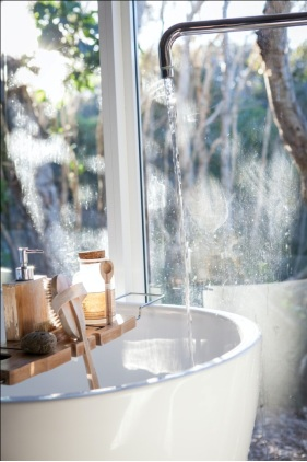 Bathtub with cleaning tools