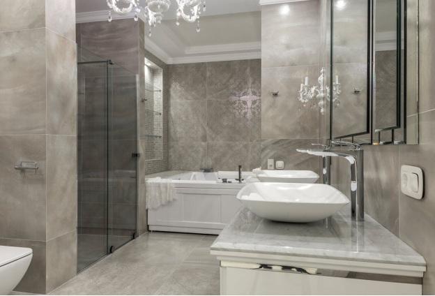 Bathroom flooring complementing the walls