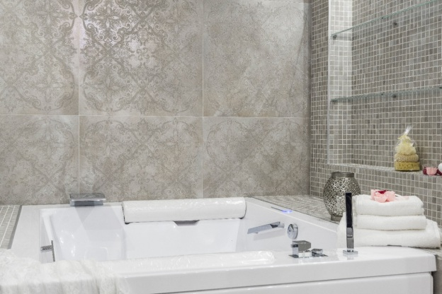 A walk-in bathtub with its accessories